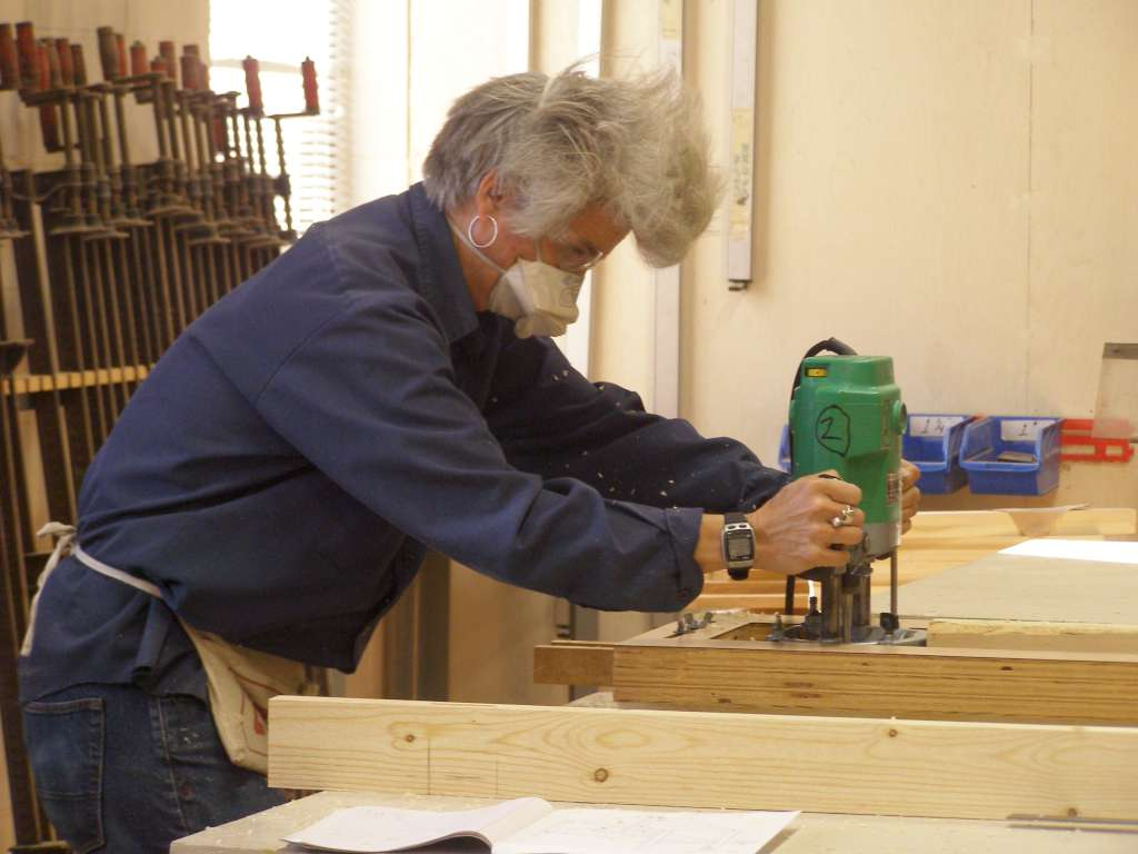 student using plunge router