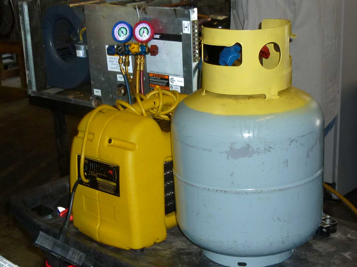 freon containers and gauges